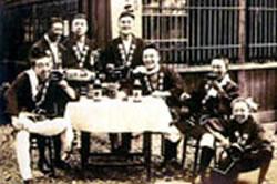 昭和五年 左端が淳一郎(先代)